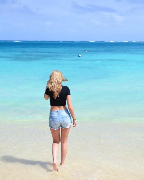 Hawaii-girl-beach